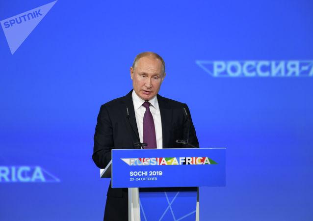 俄罗斯总统普京表示,俄罗斯免除了非洲国家总额超过200亿美元的债务。
