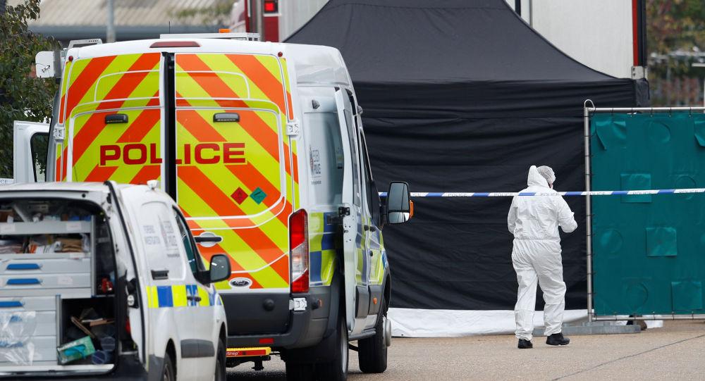 英国警方:埃塞克斯郡事件涉案卡车司机仍被关押