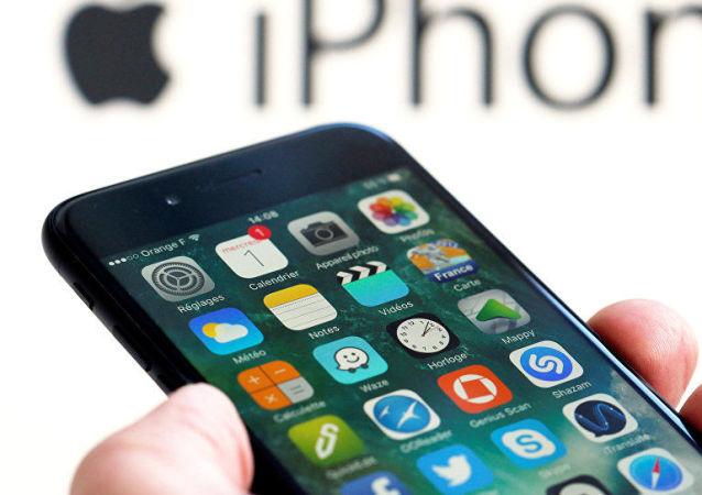 苹果商店上线新应用 能将iPhone界面变iPod