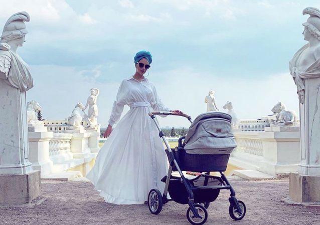 """""""2015年莫斯科小姐"""" 与马来西亚前国王离婚后报怨儿子受到威胁"""