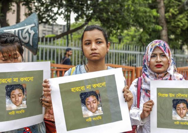孟加拉国法院判处杀害一名女大学生的16人死刑