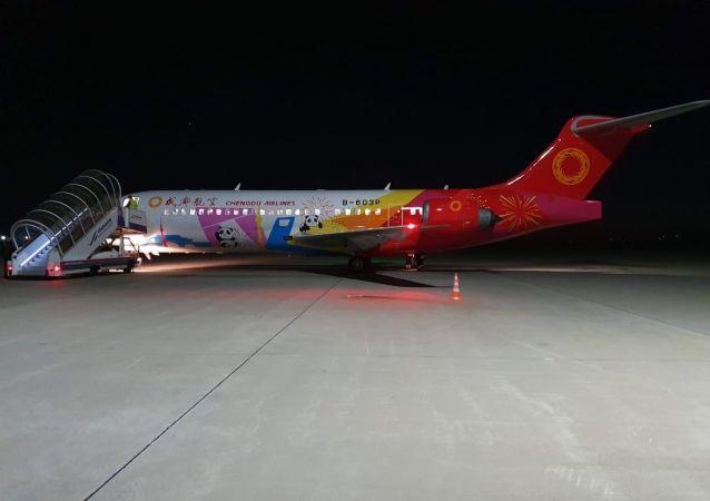 中国客机Comac ARJ21抵达俄滨海边疆区 完成国际航班首航