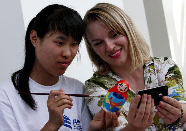民调:俄民众认为俄罗斯与中国的关系最为友好