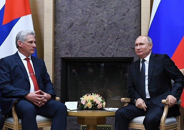 古巴国家主席迪亚斯-卡内尔邀请普京在方便的时候访问古巴