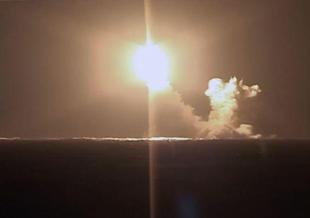 """媒体:最新型洲际导弹""""萨尔马特""""将开始试验"""