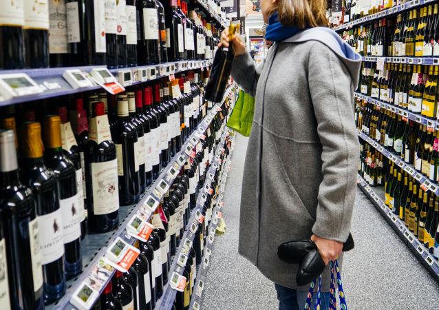 俄食品质量认证机构教你如何通过颜色和气味选到好酒