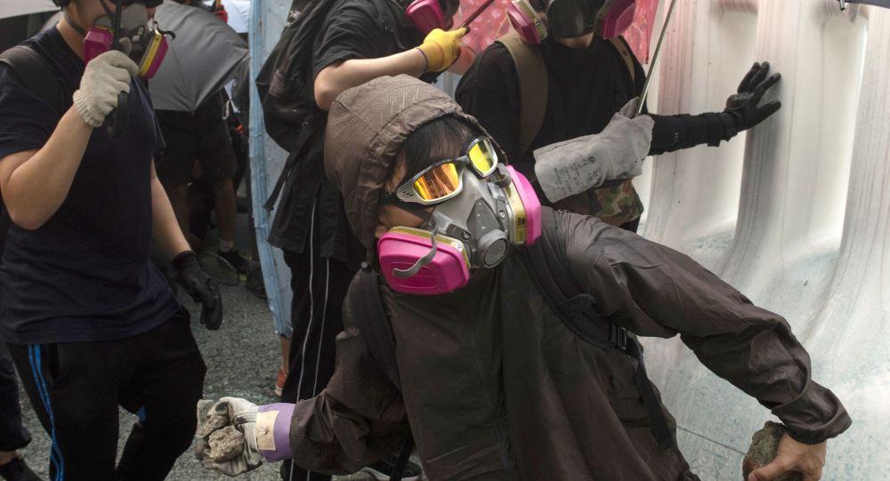 香港破坏者们袭击新华社香港分社
