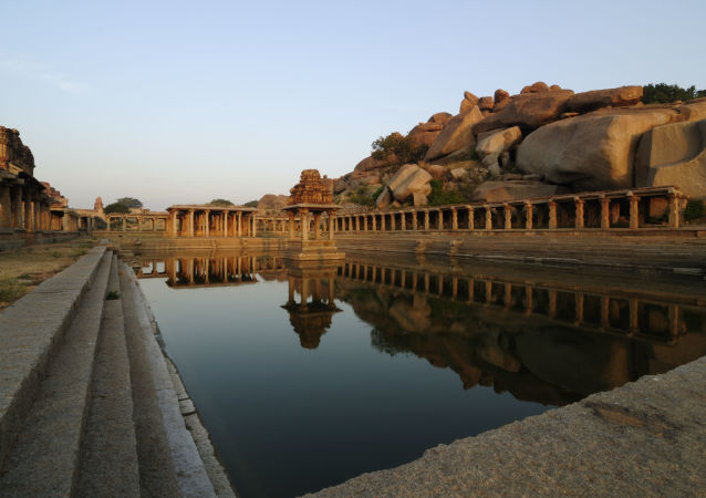 印度因新冠肺炎关闭香火最盛寺庙