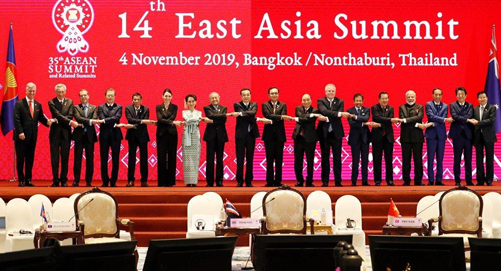 中国在曼谷东盟峰会上的外交攻势