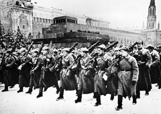 1941年11月7日阅兵时的陵墓