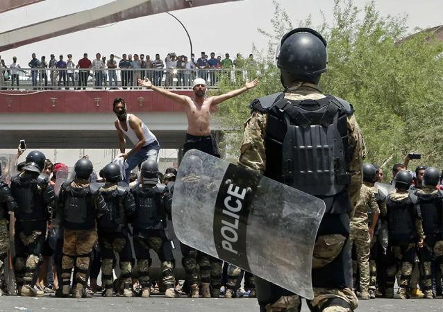 伊拉克政府释放示威活动中被捕的2600多人