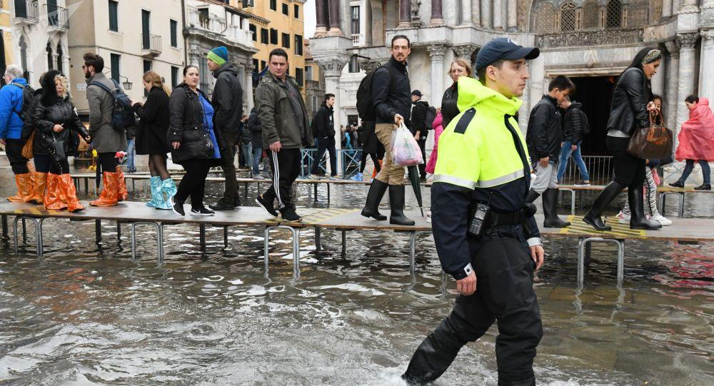 威尼斯遭遇恶劣天气 2人死亡