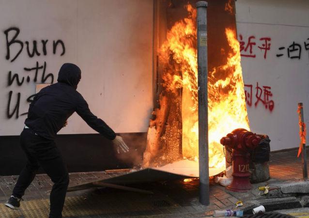 香港中联办:美国反华势力与香港极端激进势力等密切勾连是香港持续暴乱的主要推手