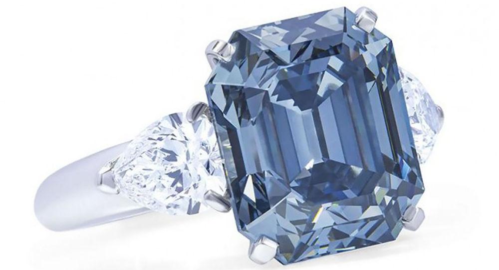 最纯净的七克拉蓝钻戒指在日内瓦拍卖会上以1000万美元成交