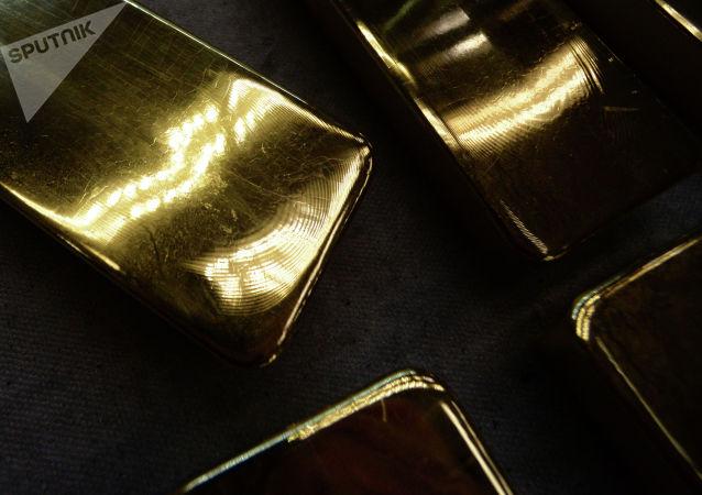 黄金价格在美国对华商品征收关税预期下小幅波动