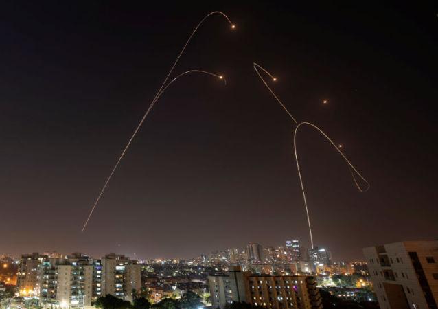 以色列的'铁穹'防空系统拦截了数百枚火箭弹