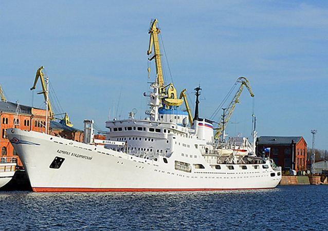 """""""弗拉基米尔斯基海军上将""""号科考船"""