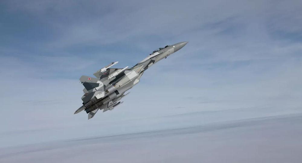 俄苏-35战机接近美反潜巡逻机的视频曝光