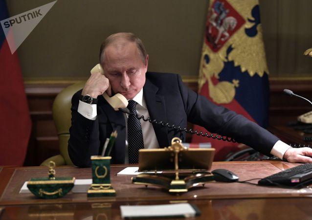 普京帮助小男孩实现其愿望并打电话询问其感受