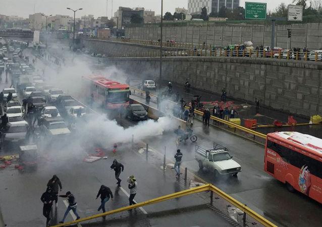 约有1000人因大规模抗议活动在伊朗被捕