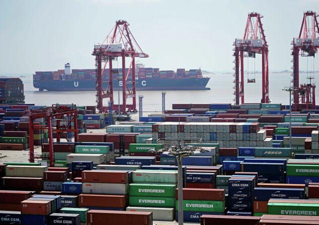 报告:俄中贸易大幅削减美元结算比例 增加欧元和本币结算