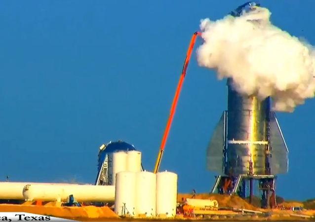 SpaceX 公司太空船Starship原型机在试验时爆炸