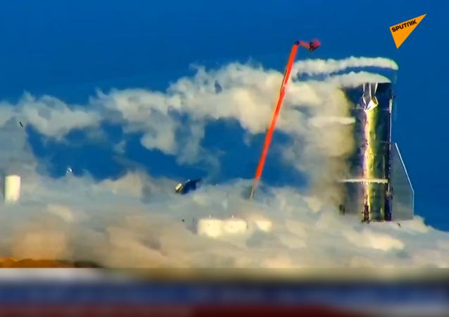 马斯克的火箭公司研制的原型机在太空港爆炸