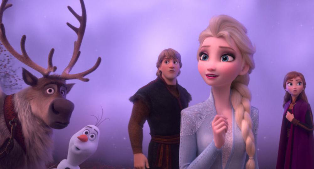 《冰雪奇缘》女主角的素颜形象出现在社交网络上 (
