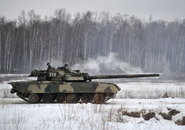 俄研制出将军事装备伪装成雪堆的材料
