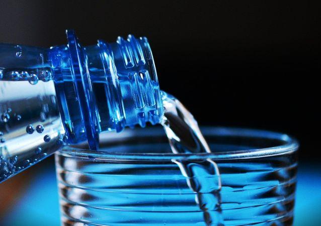肿瘤学家介绍喝水对肠道的好处
