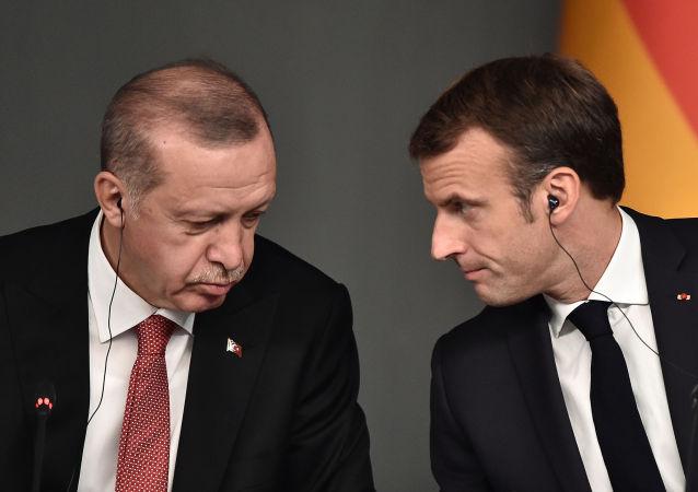 法外交部就埃尔多安关于马克龙的言论召集土耳其大使