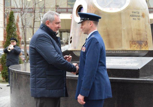 美国宇航员黑格:将自豪地佩戴俄罗斯勇气勋章