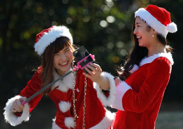 今年日本大阪圣诞老人慈善跑活动大约有5000人参加
