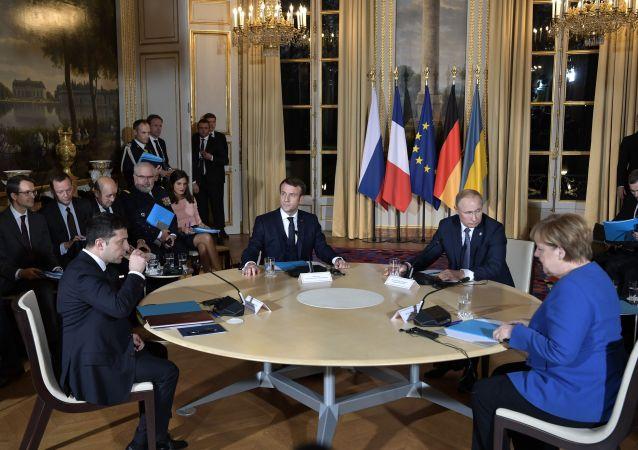 """俄总统新闻秘书:""""诺曼底模式""""四国峰会氛围紧张 但会谈有效"""