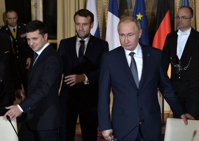 普京与泽连斯基的双边会谈在巴黎开始