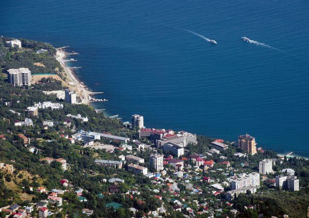 克里米亚游客数量一年内增长9.3%达到近750万