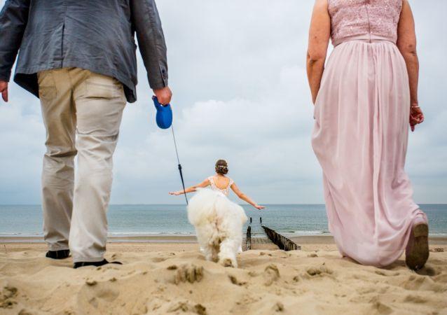 2019年国际婚礼摄影师大赛单张摄影组决赛作品,史蒂文·赫尔沙夫(德国)。