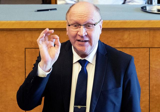 """爱沙尼亚部长称芬兰新总理是""""飞黄腾达的女售货员"""""""