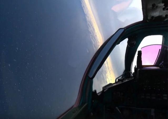 俄两架米格-31BM战斗机空中较量实拍