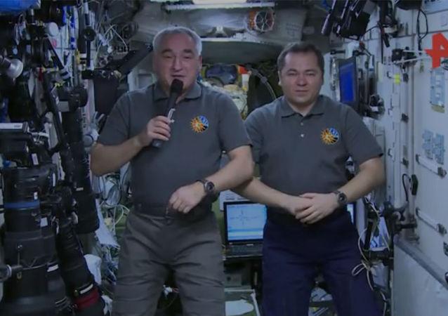 俄宇航员祝贺战略火箭军成立60周年