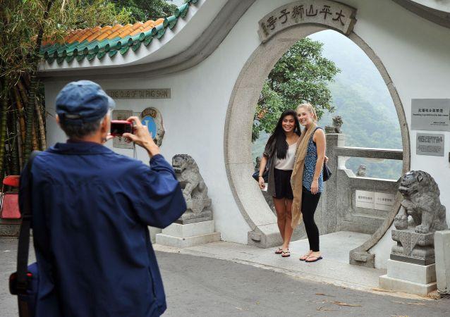 中国移民管理局:延长部分外国人在华停居留期限