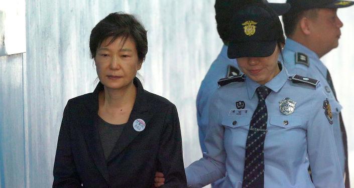 韩国再现两名前总统同在狱中局面   要求文在寅特赦呼声高涨