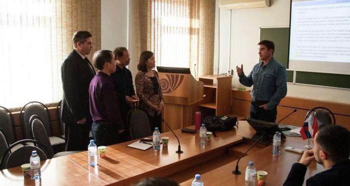 中方团队和俄罗斯车里雅宾斯克国立大学校长交流