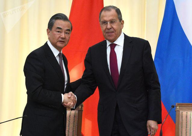 拉夫罗夫:俄罗斯将继续提供医疗设备支持中国抗击冠状病毒