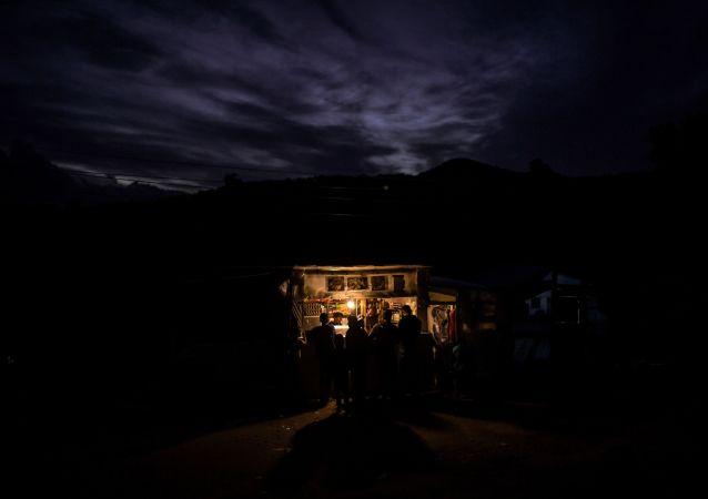 希腊萨摩斯岛难民营附近爆发冲突