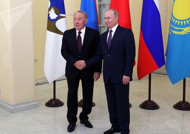 普京与纳扎尔巴耶夫就二战胜利75周年互相祝贺