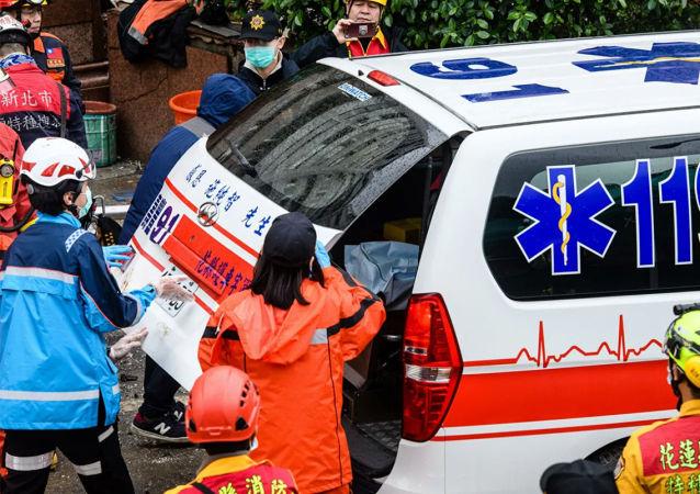 """媒体:台湾""""参谋总长""""等8人在黑鹰直升机迫降事故中死亡"""