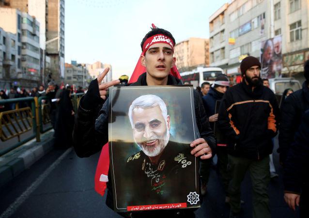 在伊朗告别苏莱曼尼将军期间有50人死于踩踏事件