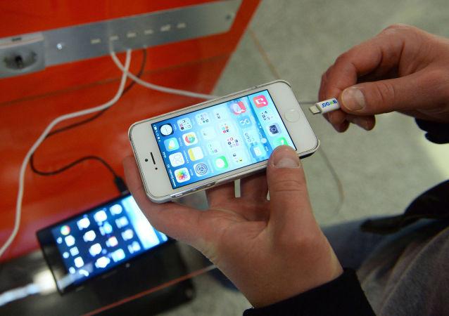 外部充电器或向智能手机植入木马