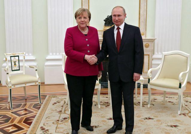 普京和默克尔坚决支持进一步执行伊朗核问题的《联合全面行动计划》